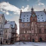 Verschneiter Rathausplatz in Marburg