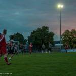 Zweii Teams beim Fußballspiel