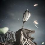 Spiegelung einer Lampe im Wasser